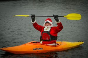 santa-canoeist-liverpool-dec-2015