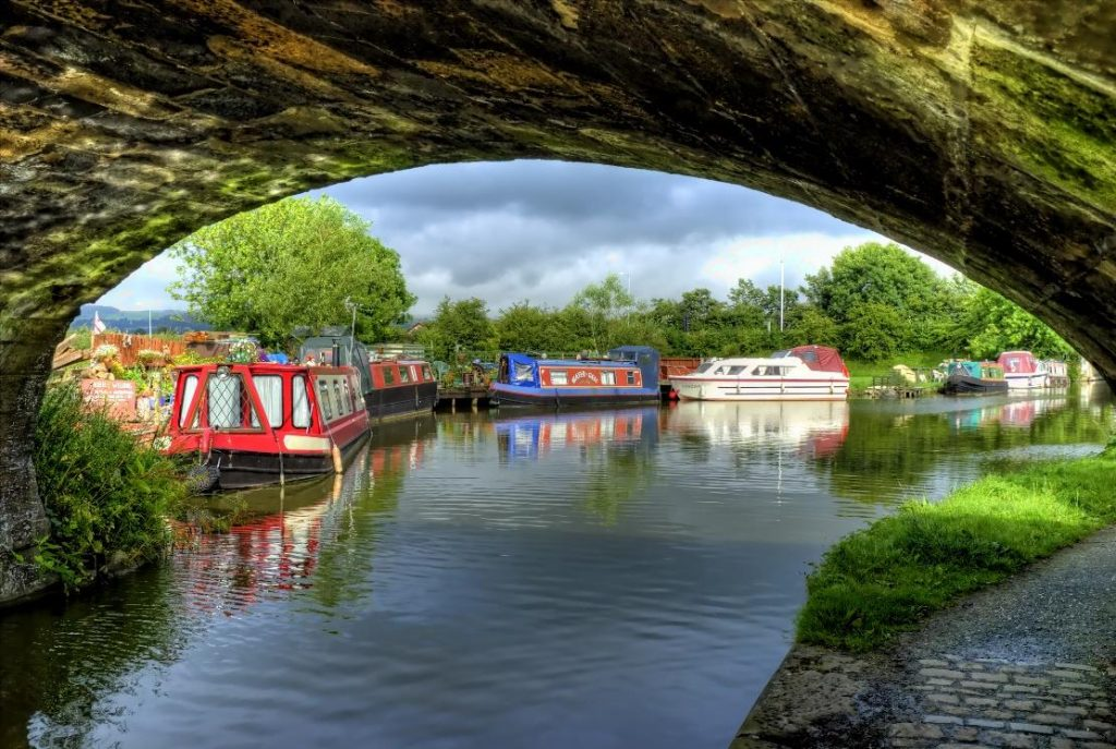 Top 5 UK Canal Routes for Viewing Landmarks and Scenery | RBOA